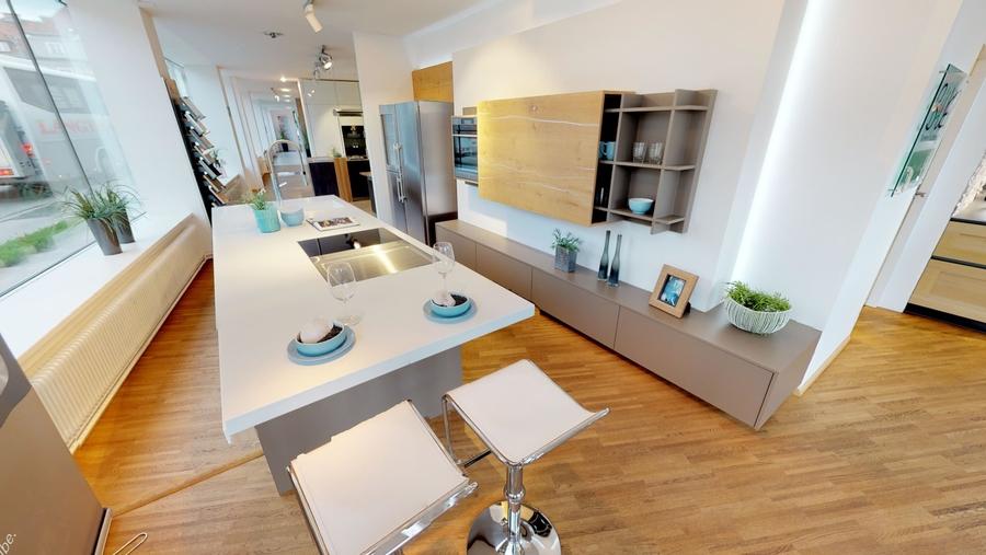Designküche mit Wohnwand