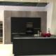 Küche schwarz mit Beton