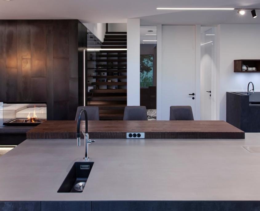Küche aus Edelstahl und Beton